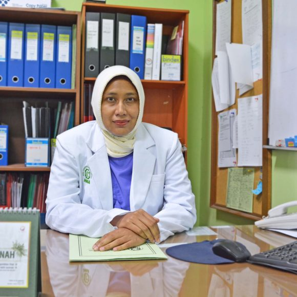 dr. Diah Mirlia, Sp.B